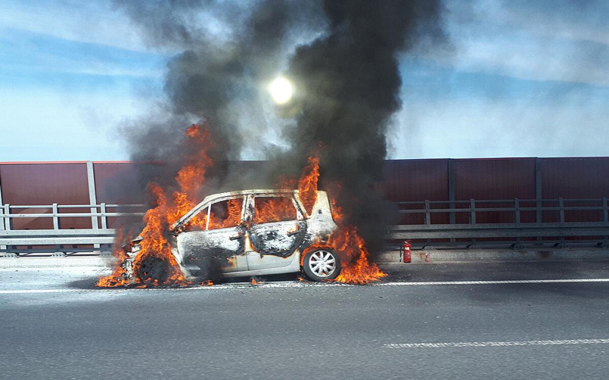 Pożar na autostradzie. Spłonął samochód