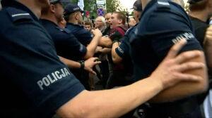Zarzuty dla demonstrantów, policja oskarżana o brutalność